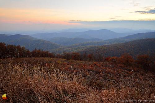 outdoors mountains hills haze hazy subtle colors sunset dstant view high top fading fall autumn shenandoah nationalpark park skyline drive thought serene peaceful virginia va