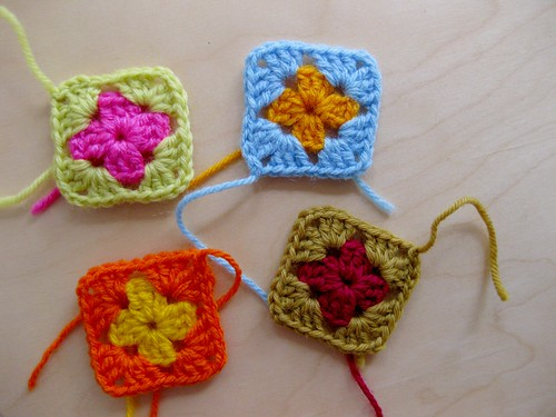 joining granny squares :: step 1