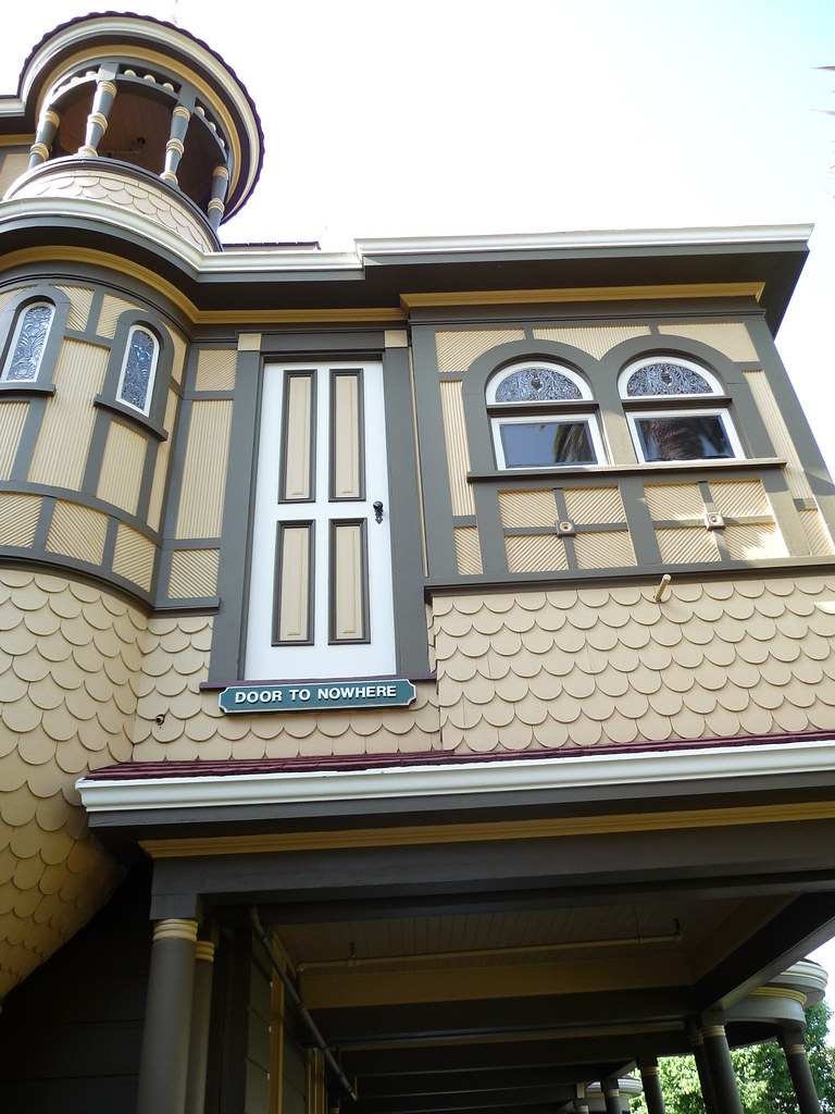 WINCHESTER MYSTERY HOUSE EXTERIOR AND GARDENS CHARLEEN MULLENWEG