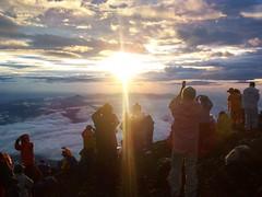 富士山頂でご来光(富士山登山2009) Climbing Mt.Fuji   by jetalone