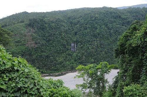 geo:lat=251977430000073 geo:lon=920248270000683 tamabil meghalaya waterfalls june2008 forests rivers riverbasins