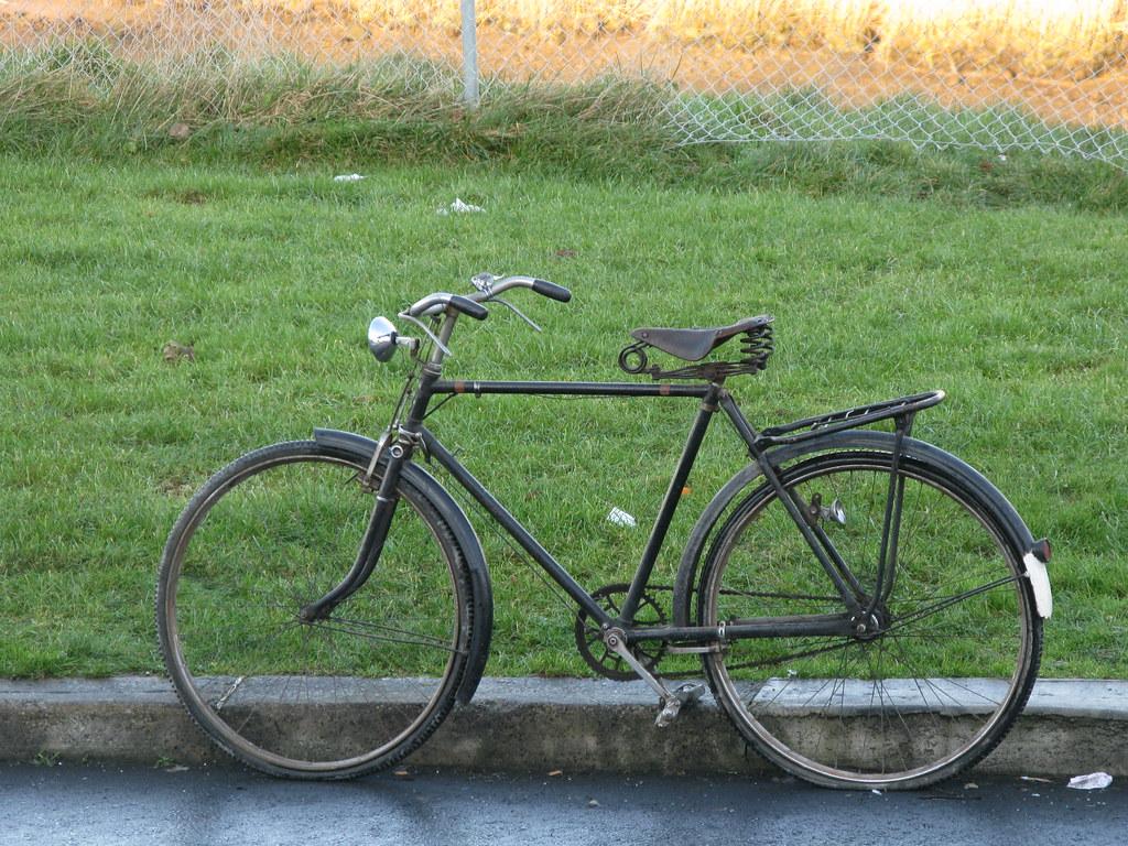 Hercules bicycle, 1950's vintage. | I am restoring this baby ...