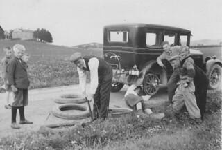 Punktering / Flat tyre (1934)