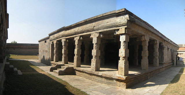 Mandapam in front of the main shrine