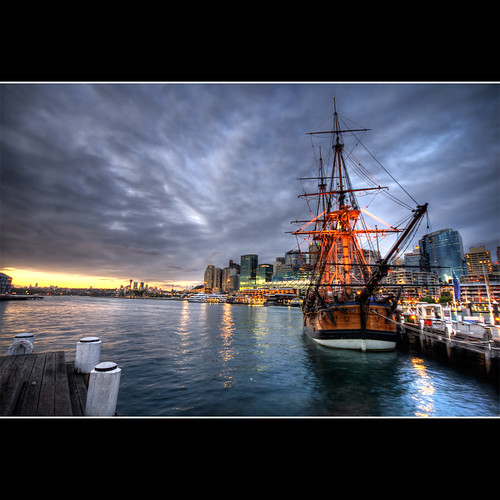 city sunset lighthouse water museum photoshop buildings bay ship cityscape cs2 harbour sydney australia wharf nsw newsouthwales darlingharbour darling hdr maritimemuseum 3xp photomatix sigma1020 canon400d —obramaestra—