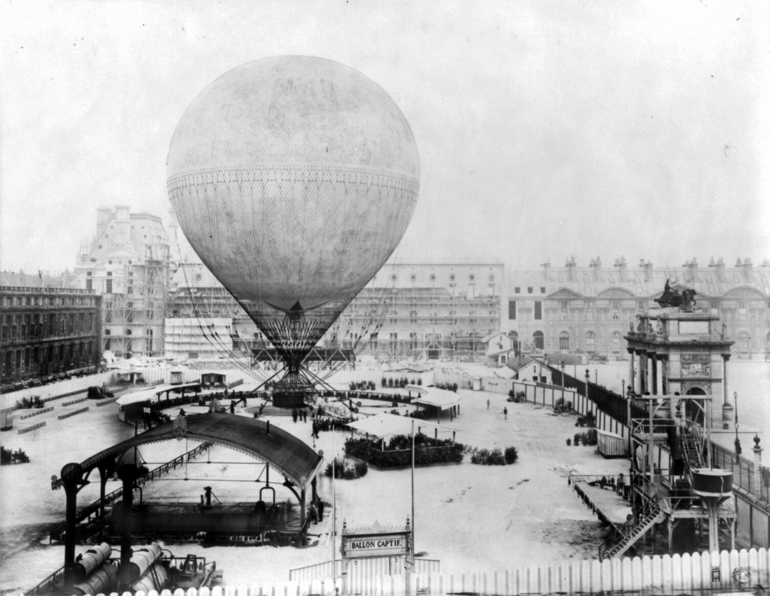 Henri Giffard's grand balloon before ascent, Tuileries, Paris, 1878
