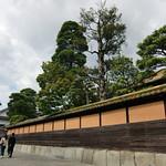 緑御殿(有隣荘)の、橙の外壁。