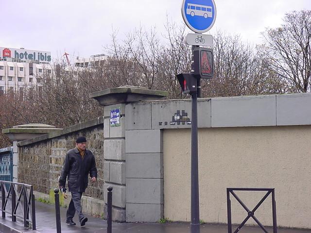 Space Invader PA_197 : Rue Joseph de Maistre angle Rue Caulaincourt (deleted)