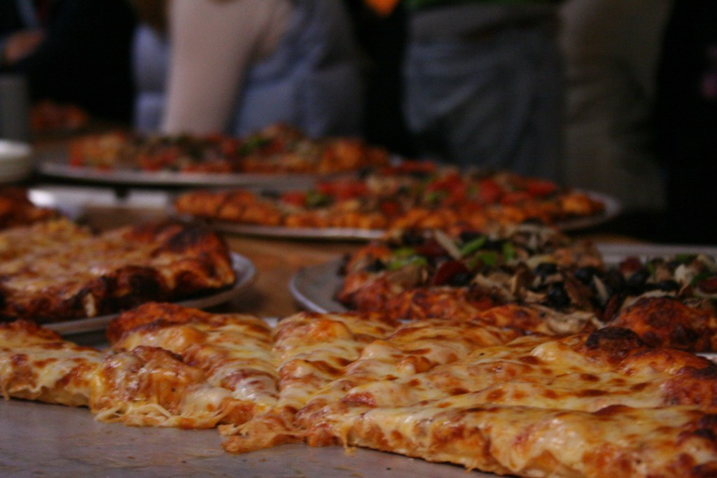 Round Table Pizza Lara Conrad Flickr