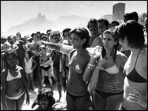 """O primeiro """"topless' de Ipanema, isto é, do Brasil, em janeiro de 1972."""