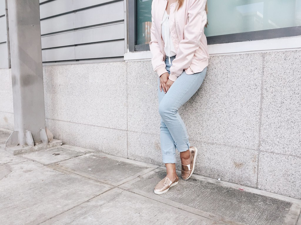 BOMBER JACKET LAID-BACK ENSEMBLE