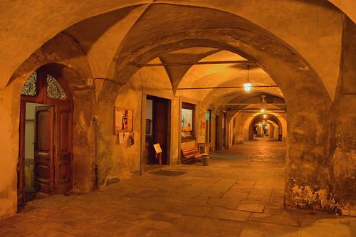 light italy colour night italia arcade piemonte biella piazzo piedmont italians portico biellapiazzo holidaysvacanzeurlaub visitpiedmont nocturnalshot cittàmedioevale