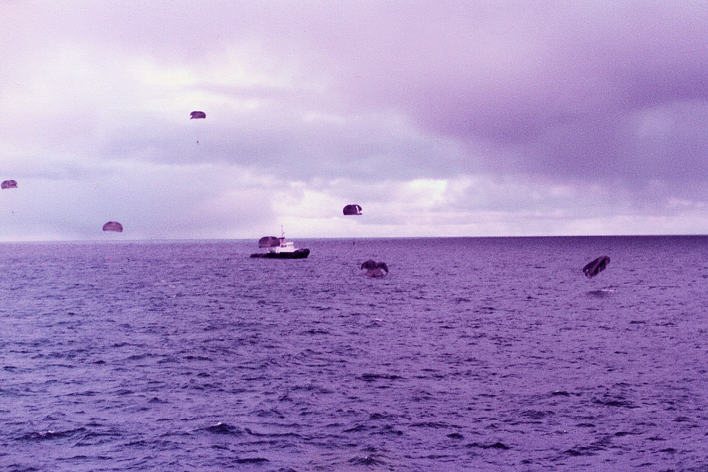 SAS MEN LANDING IN THE SEA.