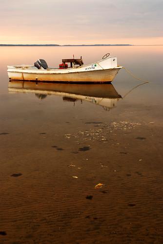 longexposure reflection sunrise boats northcarolina northriver sb800 harkersisland oysterbeds fujis5 southcorebanks