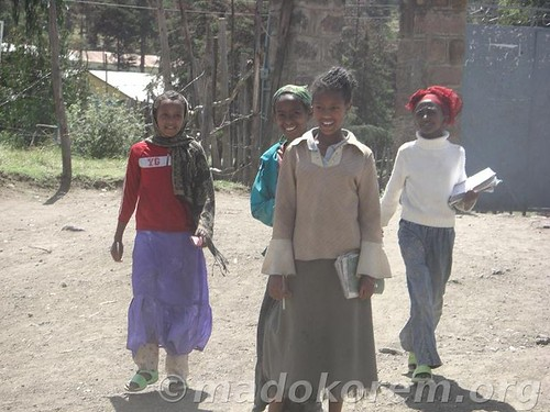 school_students_on_way   by madokorem.org