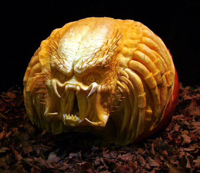 predator-pumpkin-carving