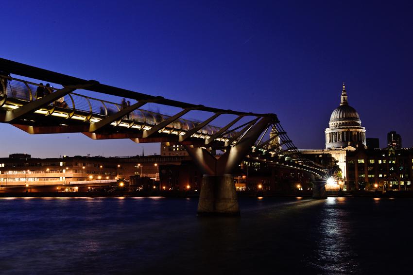 St Pauls at night.