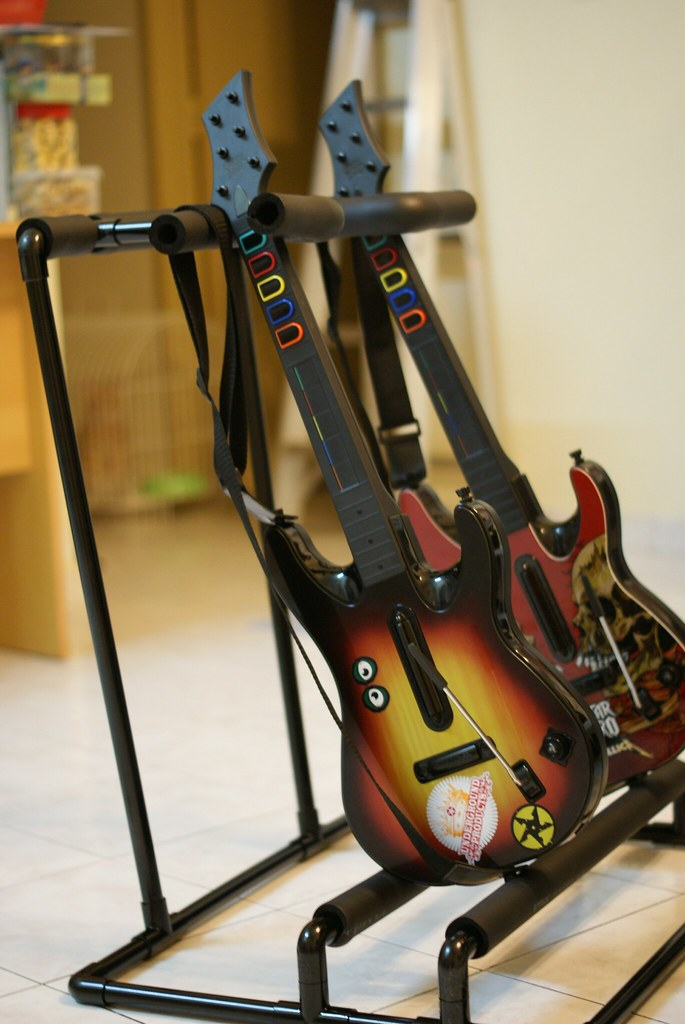 D I Y : Guitar stand for Guitar Hero & Rockband | tilt versi