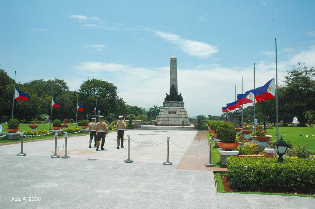 Rizal Monument, Luneta Park, 12 noon changing of the guard… | Flickr