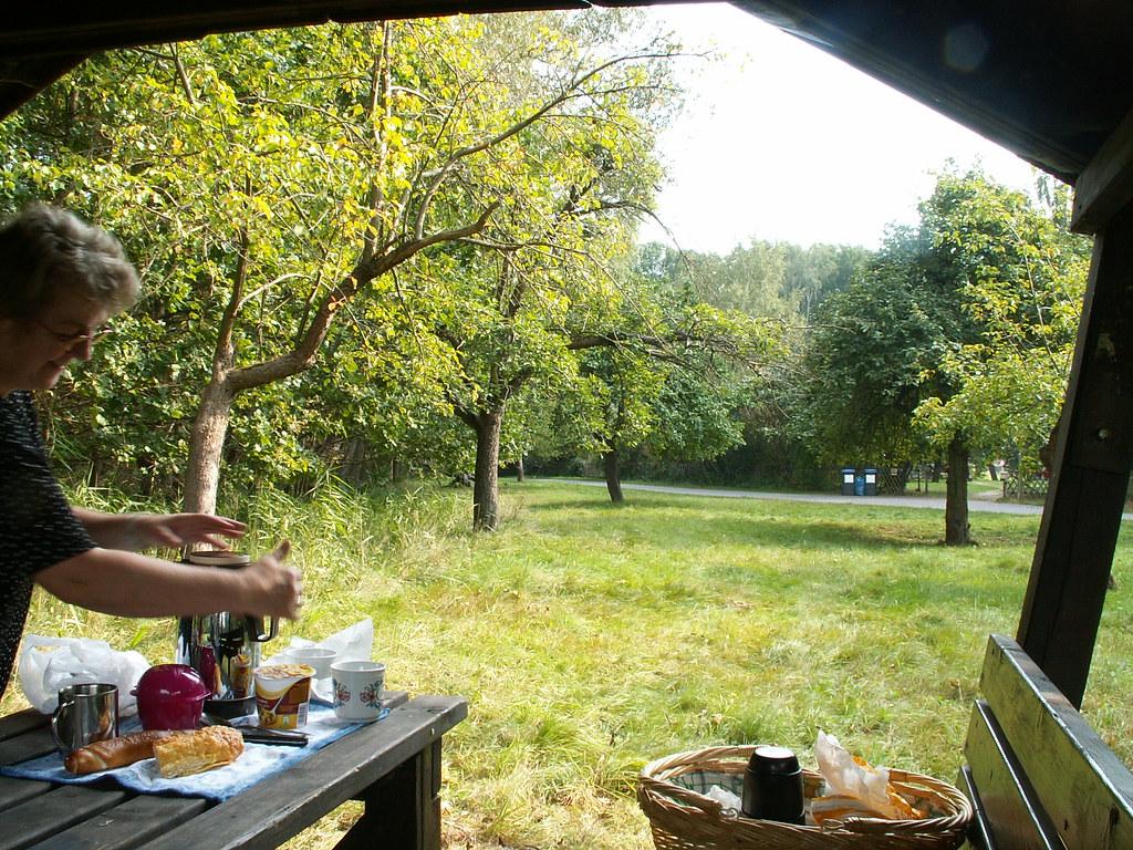 So wie der Zweig erzittert, schwingt sich der Piepmatz darauf, erzittere auch ich, steigt dein Bildnis vor meiner Seele auf beim Picknick im Spreewald 139