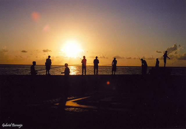 Pescando al atardecer - La Habana - Cuba