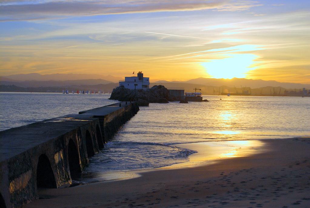 035143ee5e14 El espigón de la playa de Bikinis y la isla de los ratones… | Flickr