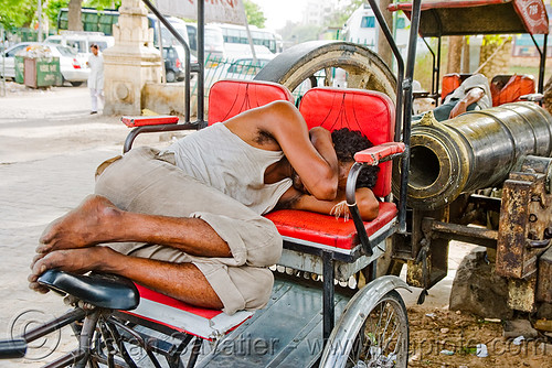 DSC08993 - Cycle Rickshaw driver sleeping near cannon - Jaipur (India) | by loupiote (Old Skool) pro