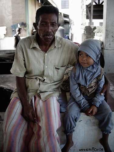 om7076 alter Mann mit Kind   by @denckste !