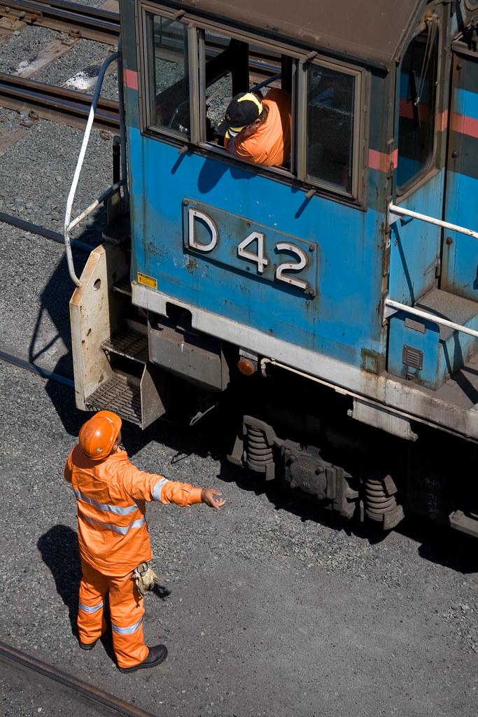 D42 Driver and Shunter at Cringila by Trent