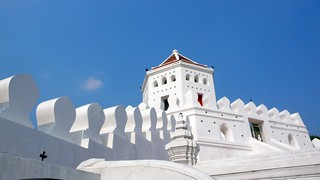 whitewashed temple, bangkok | by hopemeng