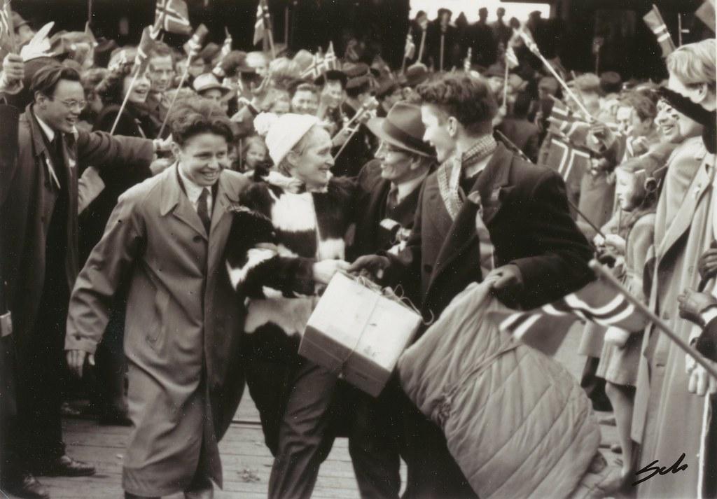 9 Mai 1945 - Falstadfangene vender hjem / Liberated political prisoners returns home from Falstad concentration camp