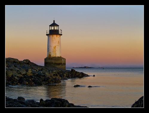 ocean orange lighthouse coneyisland twilight massachusetts atlantic northshore handheld salem potofgold winterisland olympuse500 mywinners goldmedalwinner winterislandlight fortpickeringlight assunset vftw goldstaraward wbnawnema