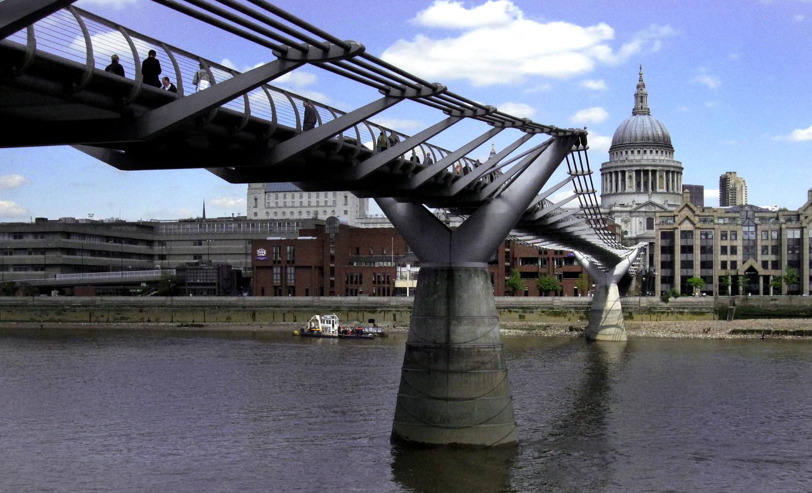 London 384