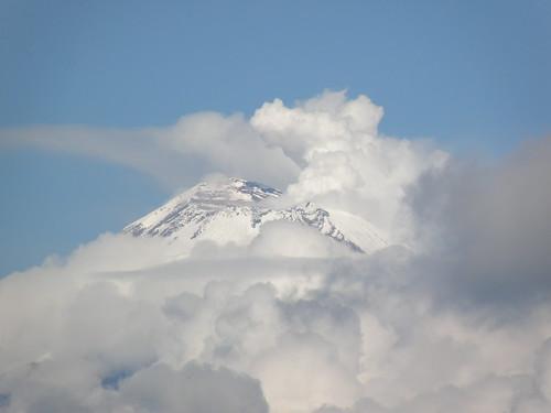 P8300232 Gran nubosidad cubrió al Popocatepetl por LAE Manuel Vela