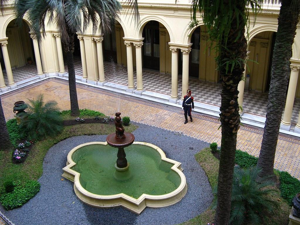 Inside the Casa Rosada | An interior courtyard (Patio de ...