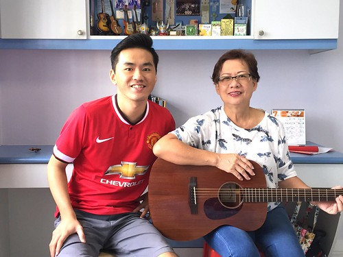 Private guitar lessons Singapore Loreen