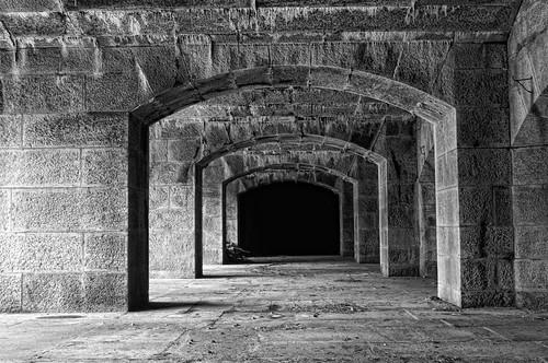 nyc bw ny stone blackwhite arch sigma explore granite statenisland fortress d300 2470mm gatewaynationalpark batteryweed ftwadsworth robertcatalano