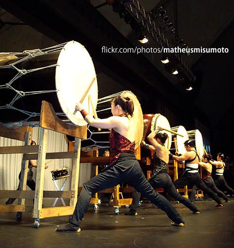 Ao som dos tambores