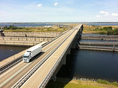 Truck passing the Philipsdam