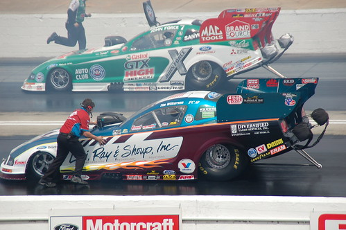 Tim Wilkerson vs John Force   by holdit.