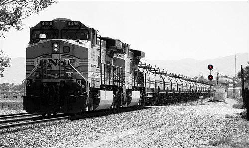 california blackandwhite canon outdoors trains socal canondslr bnsf locomotives railroads bluemoon canon70200f4l inlandempire alltrains bluemoonrising betterinblackandwhite sbcusa alltypesoftransport monochromeaward kenszok