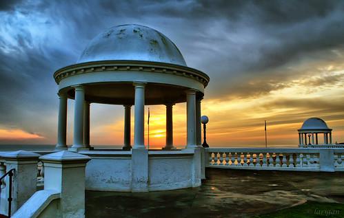 uk sunset england unitedkingdom colonnade bexhill omot coastuk larigan phamilton arethesebuildings itlooksabitblue butandylikesblue welcomeuk licensedwithgettyimages