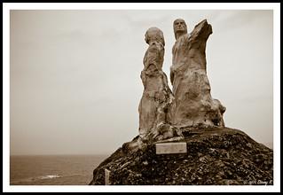 Statue at Dona Paula   by kdinuraj