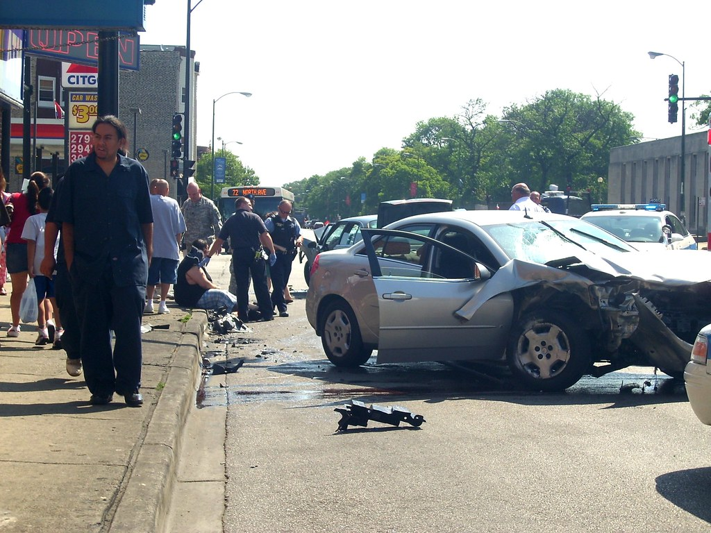 2-car accident on a weekday morning, Humboldt Park, Chicag