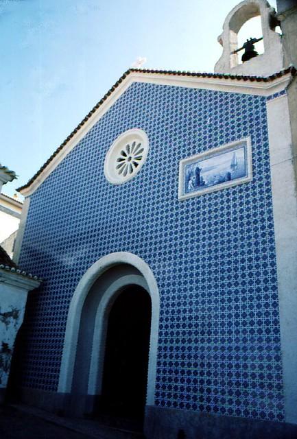 Portugal - Nazare - Kirche mit Azulejo-kacheln