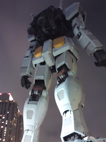 Giant gundam   by kalleboo