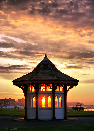 uk sea england sky clouds sunrise unitedkingdom shelter bexhill blueribbonwinner larigan phamilton betterthangood welcomeuk licensedwithgettyimages