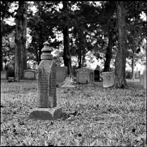 blackandwhite bw 120 film cemetery analog mediumformat texas iso400 tx tombstone mat 124g hp5 ilford yashica fortbend ilfosol homeprocessed fulshear fulshearcemetery 2009yip 3652009