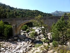 Au-delà en amont du pont de Marionu !