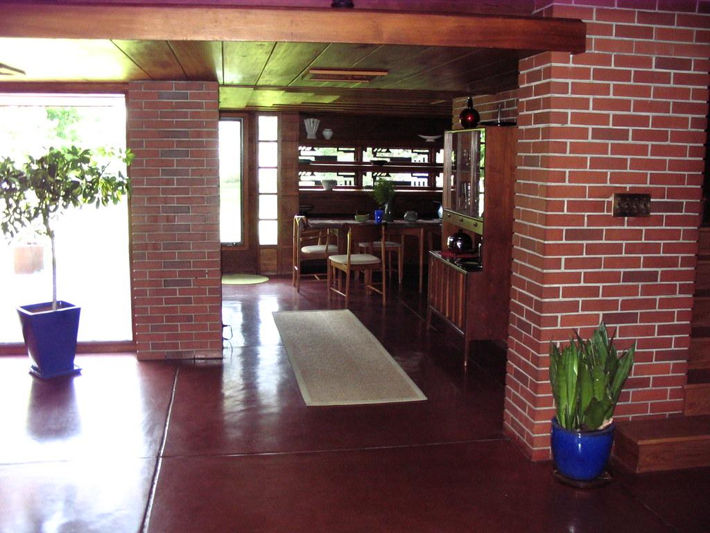 Living room toward dining room Bernard Schwartz House 2009-06